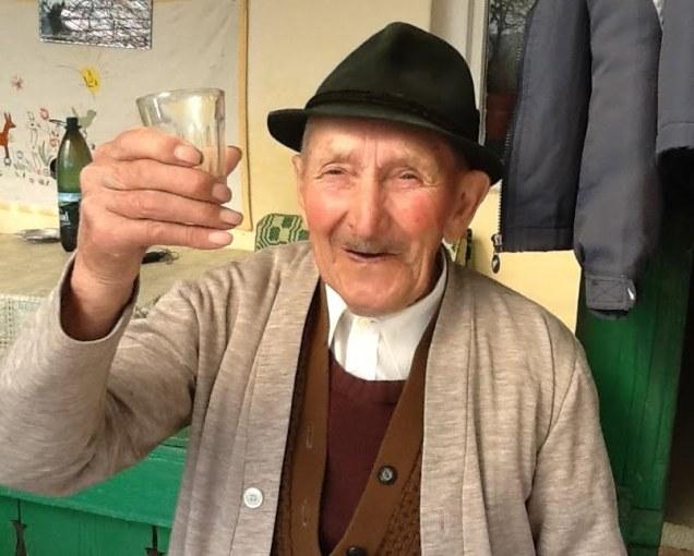 pista-baci-hederfaja-idrifaia-internet-mures-tara-paharel-cinste-batrani-maghiari-unguri-bunici-vizita